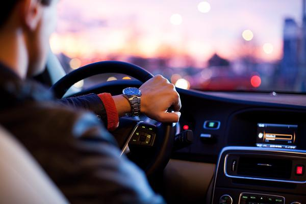 Praktyczne zastosowanie organizerów na siedzenie samochodowe