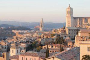 Jak trafić do stolicy Katalonii z lotniska w Gironie?